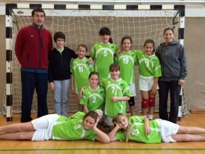 Ekipa mlajših deklic C na turnirju v Tržiču